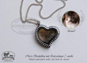 Herzmedaillon mit Katzenwolle