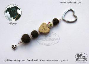 12 Schlüsselanhänger aus Hundewolle