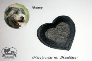 03 Leder Herzbrosche mit Hundewolle