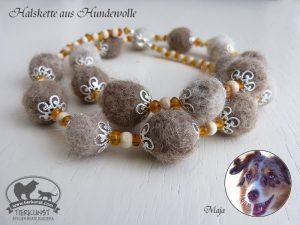 23 Halskette aus Hundewolle