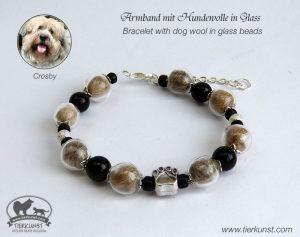 05 Armband mit Hundehaar in Glasperlen