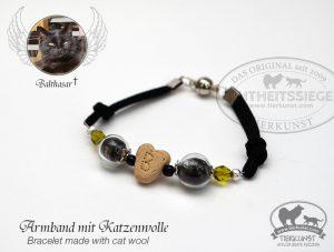07 Armband mit Glashohlperlen mit Katzenhaar