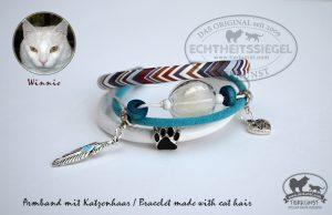02 Armband mit Glashohlperlen mit Katzenhaar
